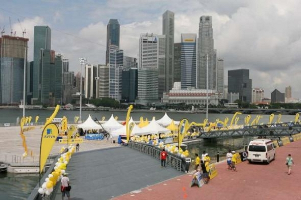 IM70.3Singapore_Finish&Skyline